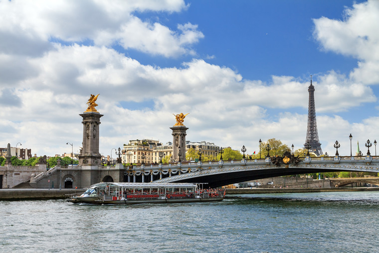 Paris-Seine-River-Cruise-shutterstock_404515603